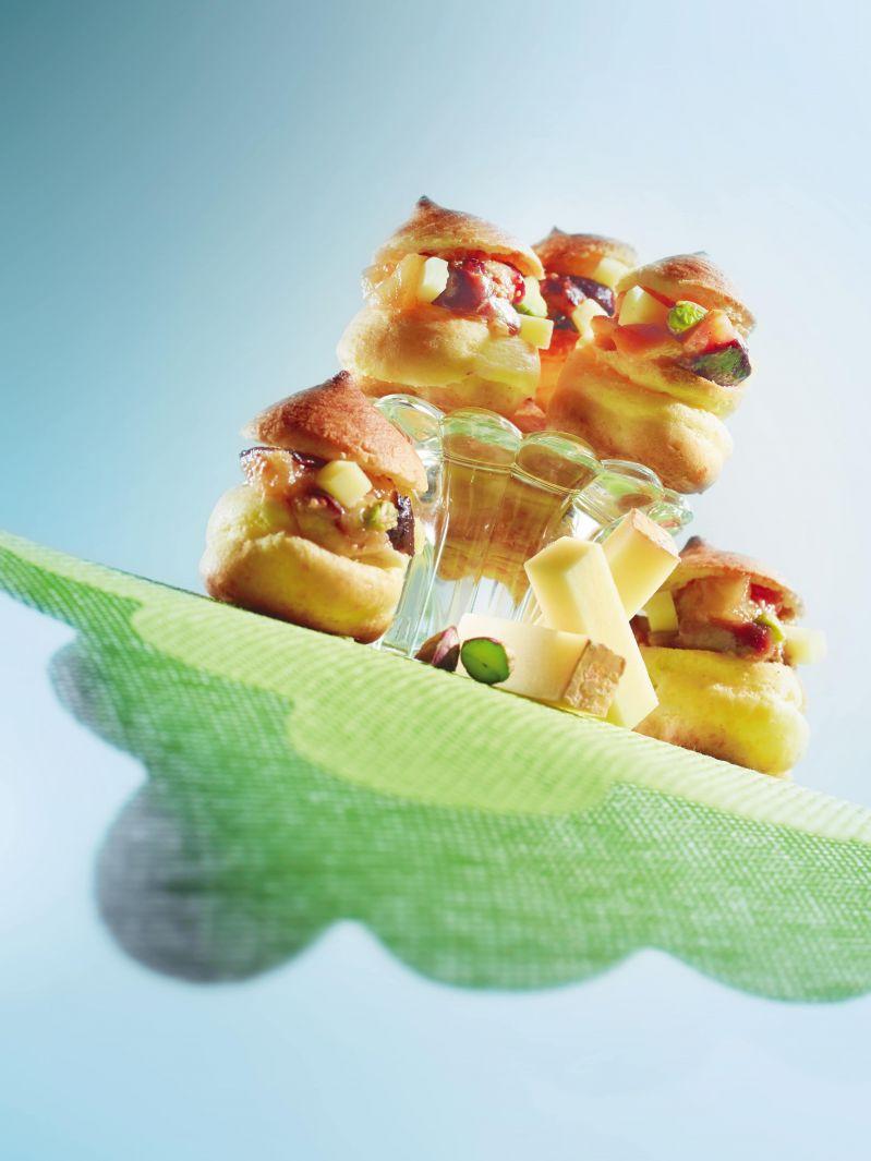 Mini choux salés au Beaufort et compotée de figues<